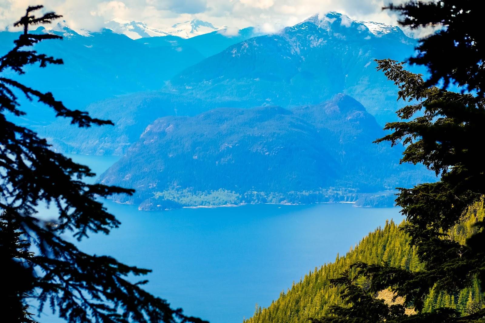 виды на залив Howe Sound с тропы