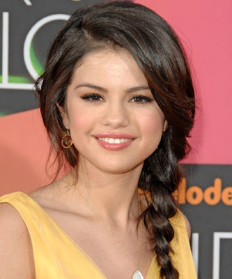 Cabelos de Famosas - Selena Gomez
