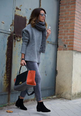 Casual outfit idea, how to wear gray on gray, oversized sweater, Lovely Pepa