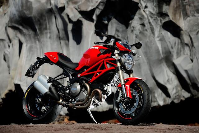 Ducati Monster 1100 EVO-2012.jpg