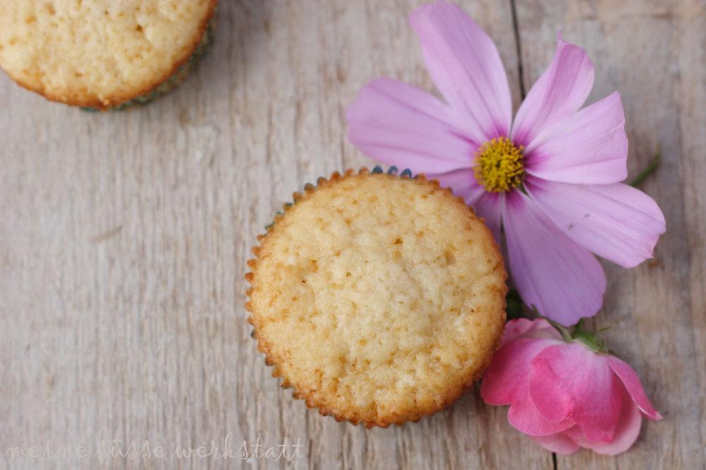 Muffins mit Holunderblütensirup