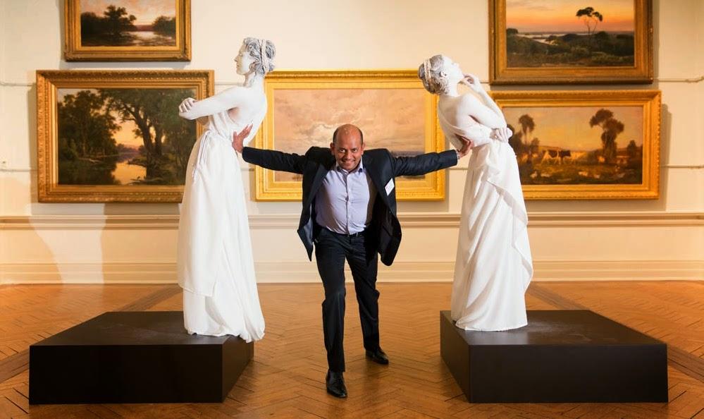 Human Statue Bodyart: futuristic human statues