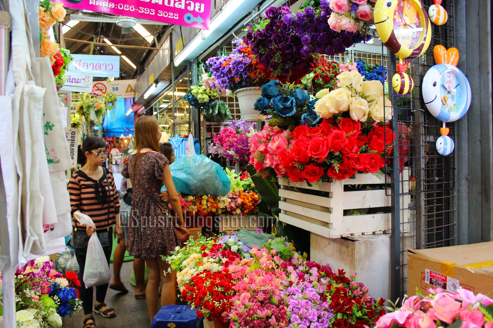 Spusht chatuchak market jatujak jj market same thing spusht flower shops in chatuchak weekend market bangkok thailand mightylinksfo