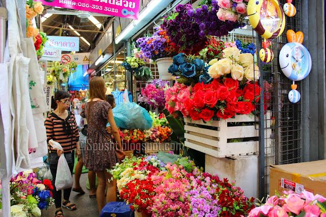 Spusht | Flower shops in Chatuchak Weekend Market - Bangkok, Thailand