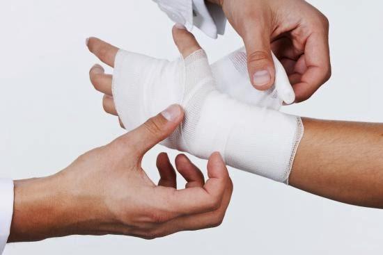 علاج الجروح في اليد أو القدمين