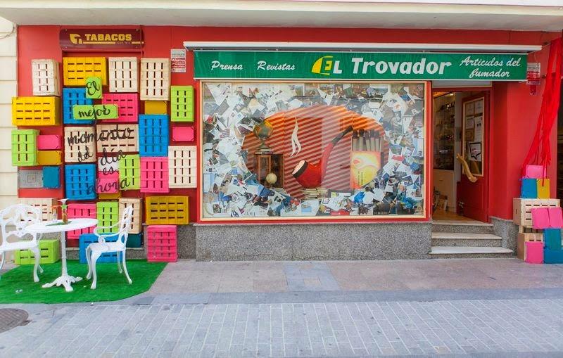 el resultado fue la de comercios que adornaron sus fachadas con ideas de lo mas originales