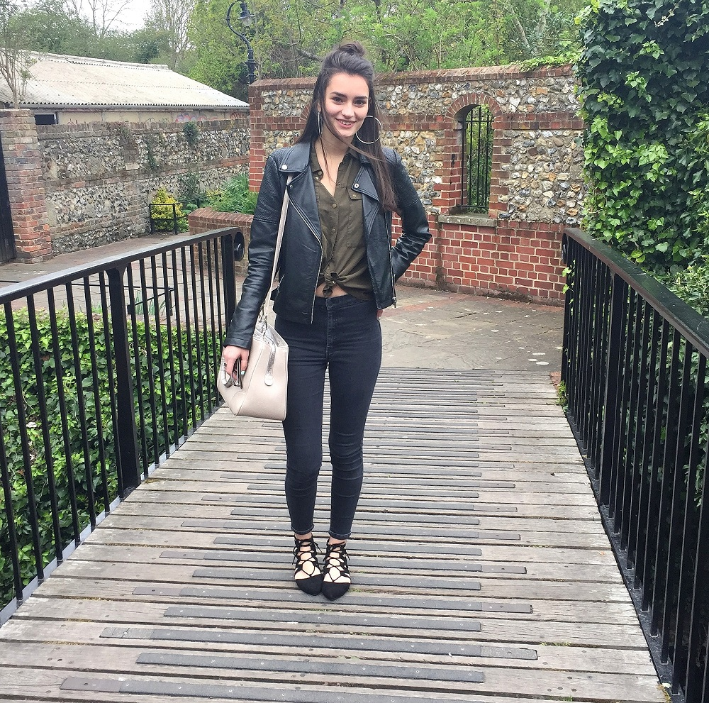 peexo-fashion-blogger-wearing-topshop-joni-jeans-khaki-shirt-leather-jacket-lace-up-shoes