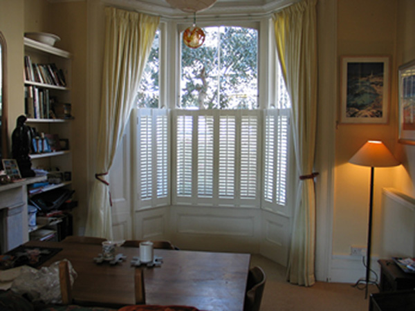 window privacy options ground floor flat these options look very neat and clean have great texture shed to roll them down at night but int he morning you adorned abode archive privacy treatments for bay windows