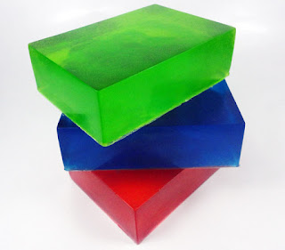 http://sabuncantik.com/wp-content/uploads/2012/12/Men-glycerin-soap-2.jpg