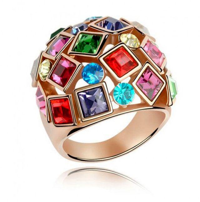 Крупное кольцо с кристаллами сваровски