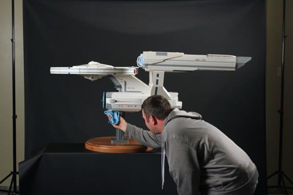 http://www.geeksaresexy.net/2015/02/02/five-foot-long-stud-free-lego-uss-enterprise-built-using-18000-bricks-pics/