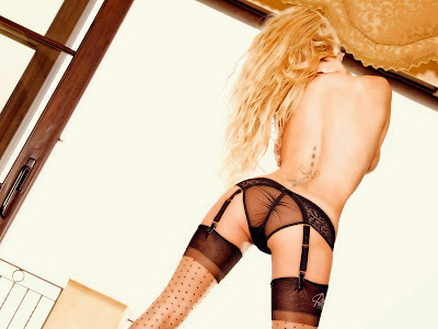 pamela anderson sexy lingerie nude stockings pambition.com 05 10 Super Sexy Pamela Anderson Lingerie Wallpapers [1600x1200]