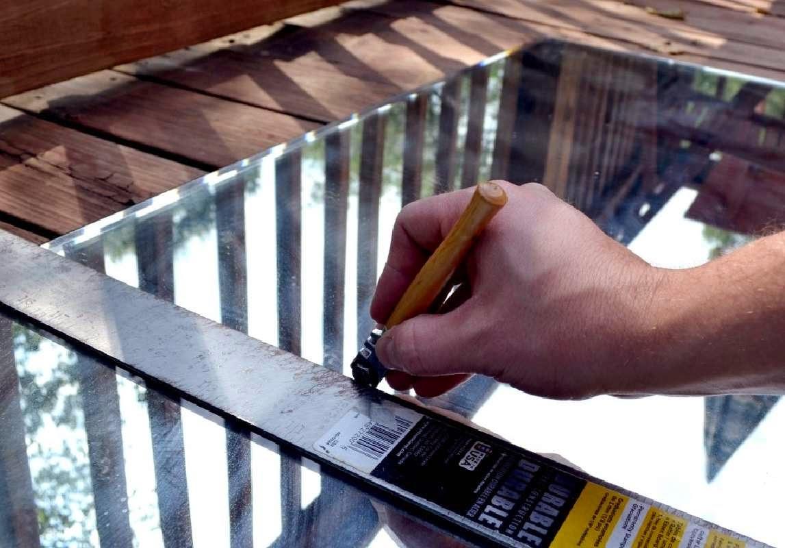 Como construir un espejo con palets for Como hacer un espejo con marco de madera