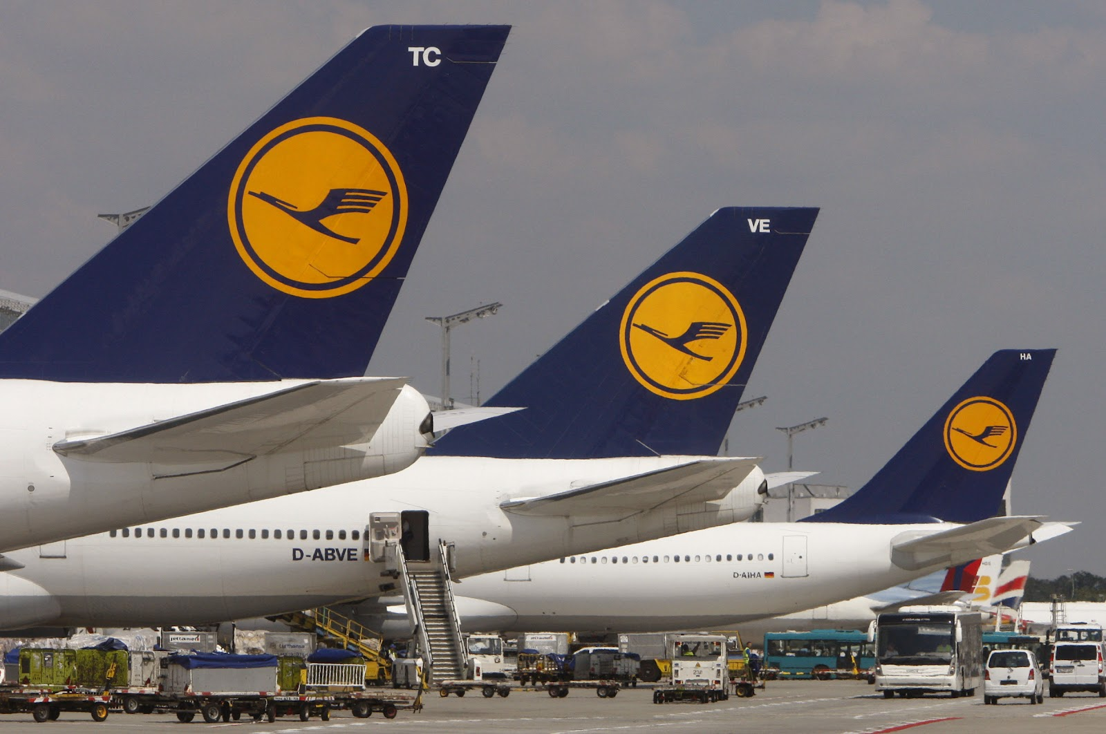 Lufthansa cabin crew nationwide strike way2speed for Lufthansa direct flights to germany