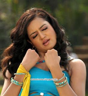 Shanvi latest hot navel show stills