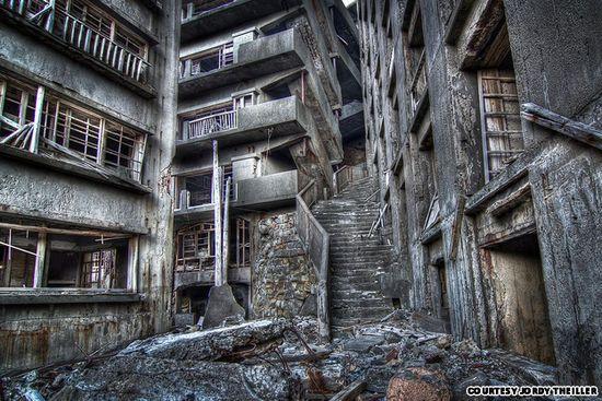7 Tempat Wisata Paling Menakutkan di Dunia: Pulau Kapal Perang - Nagasaki, Jepang