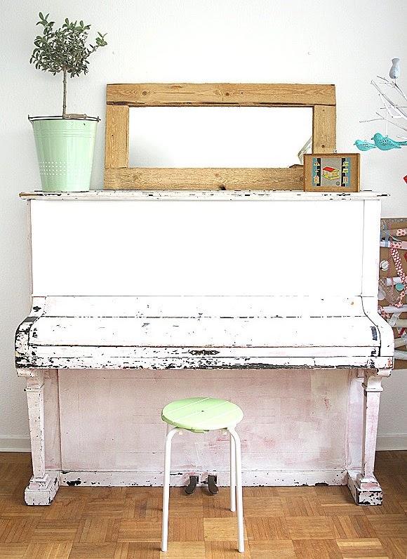 Der neue DIY Spiegel auf dem alten Vintage Klavier