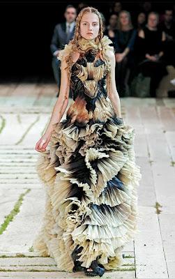 Alexander-McQueen_Model-Hanna-Samokhina