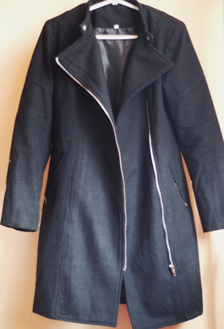 http://www.shein.com/Black-Zipper-With-Button-Coat-p-236076-cat-1735.html?utm_source=pomaranczowa-pomarancz.blogspot.jp&utm_medium=blogger&url_from=pomaranczowa-pomarancz.blogspot.jp