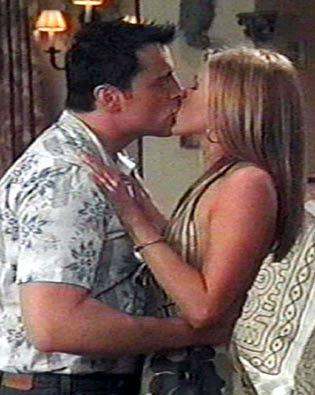 Jennifer Aniston Kissing Photos