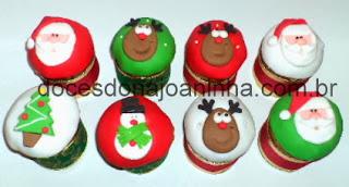 Mini panetones decorados para o Natal: rena, papai noel, árvore de Natal, boneco de neve