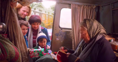 Sinopsis Film The Lady In The Van 2015 (Maggie Smith, Dominic Cooper, James Corden)