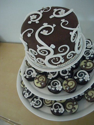 Art in the making and decorating wedding cakes food and for Art cake decoration