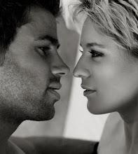 Mirarle los labios mientras habla y decir por dentro te cagaría a besos