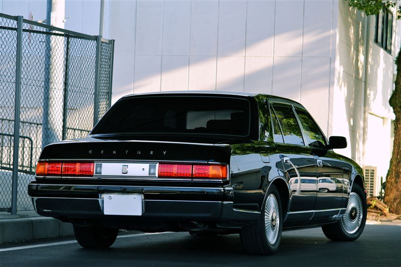 Toyota Century, sedany z silnikiem V12, japońska motoryzacja, JDM