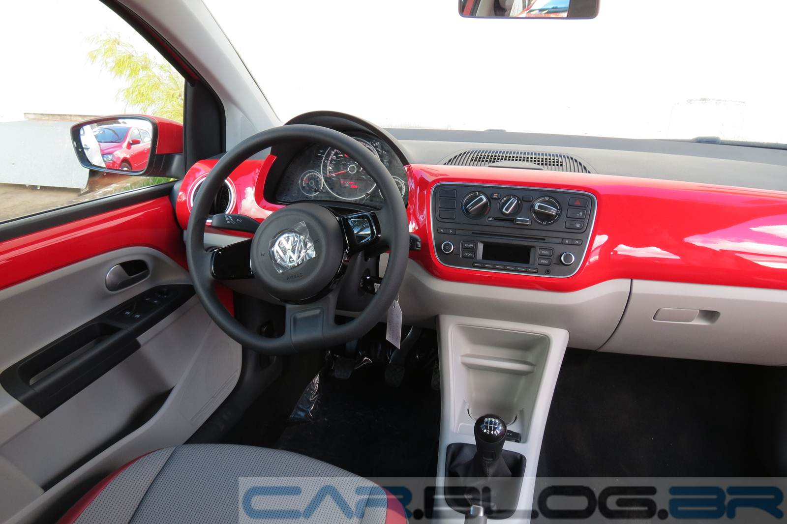 volkswagen up detalhes do interior em fotos e v deo car blog br. Black Bedroom Furniture Sets. Home Design Ideas