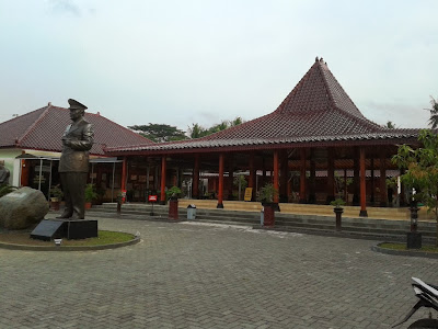 Depan museum Soeharto