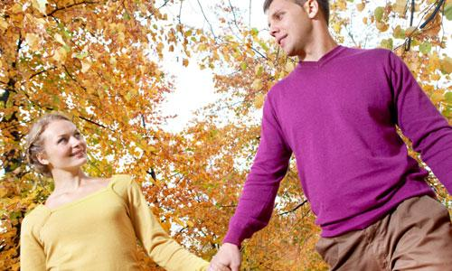 5 Tips for Successfully Dating an Introverted girl,man woman holding hands romantic