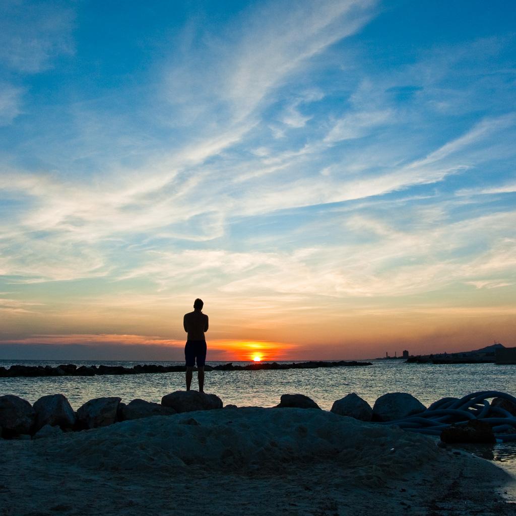 http://2.bp.blogspot.com/-qVzxC_ZzXGM/Tep5otCDt2I/AAAAAAAAESY/9da2UdcGqgo/s1600/curacao-sunset-ipad-wallpaper-2.jpg