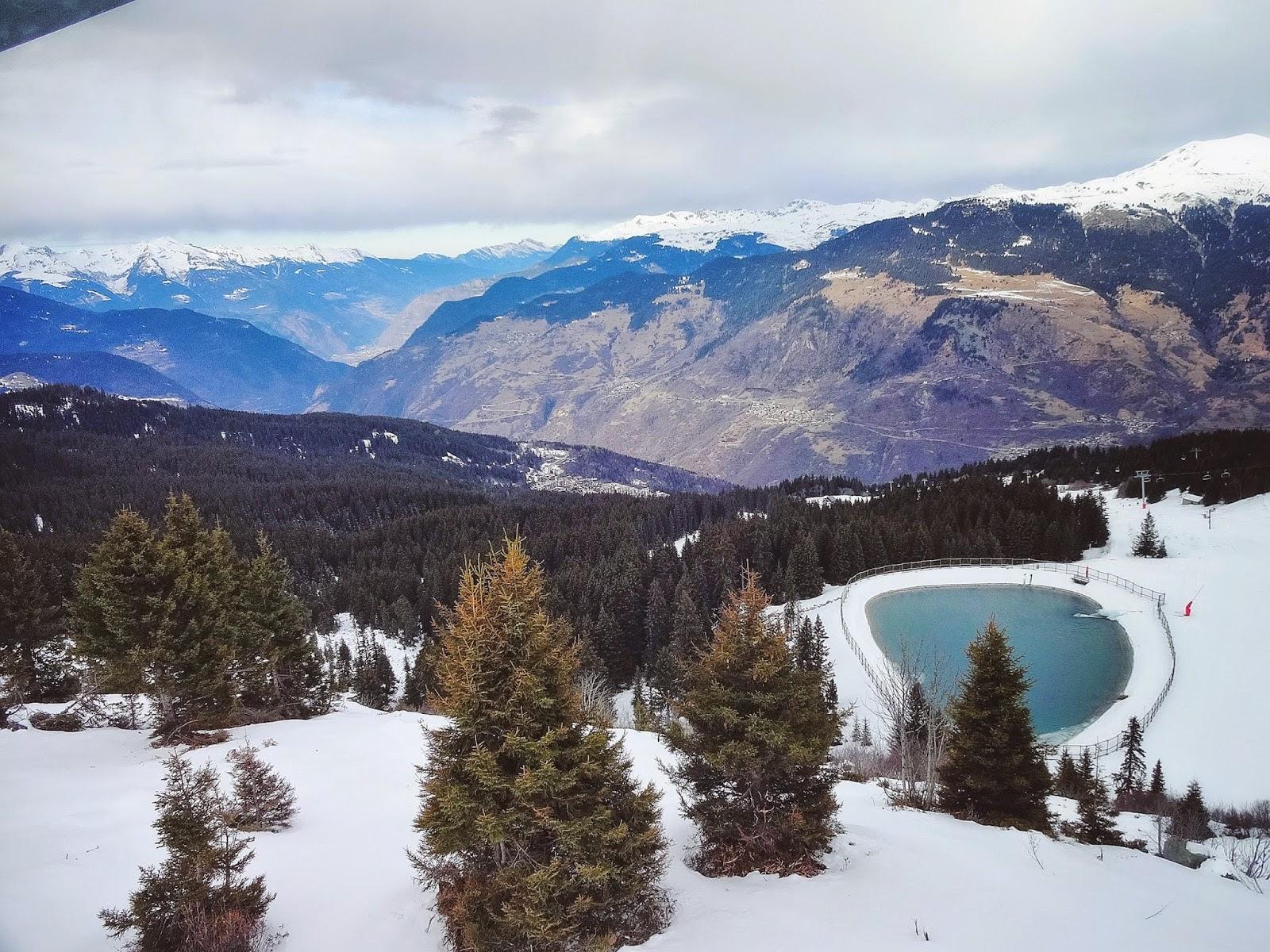 вид на горное озеро в куршевеле