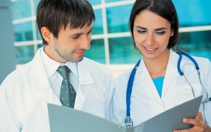 Ζητούνται ιατροί και νοσηλεύτες  009bb1f4479