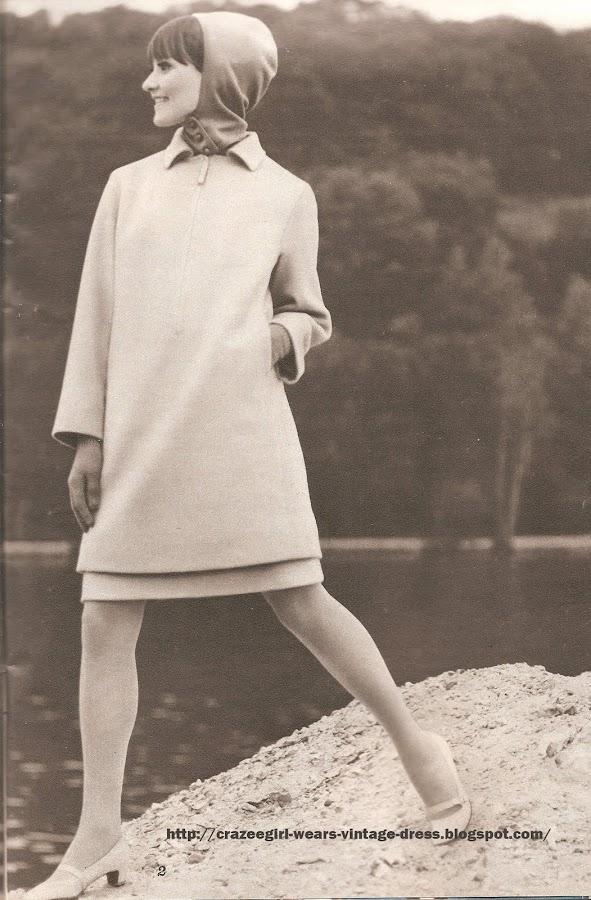 1966 dress coat 60s 1960 Marinière robe 7/8 en lainage beige , fermeture polo-shirt à glissières . FOUKS  Cagoule et gants de laine . TIMWEAR.  Chaussures . DURER