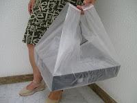 bolsa de asa con base ancha