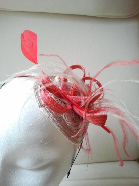tocado, económico, barato, plumas, diadema, sinamae, coral, beige, ocre, bodas