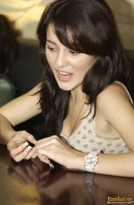 Julie Saat Ini Adalah Juru Bicara Dan Member Aktif Di Masyarakat Pengguna Mobile Blogging Platform Wapaku Com