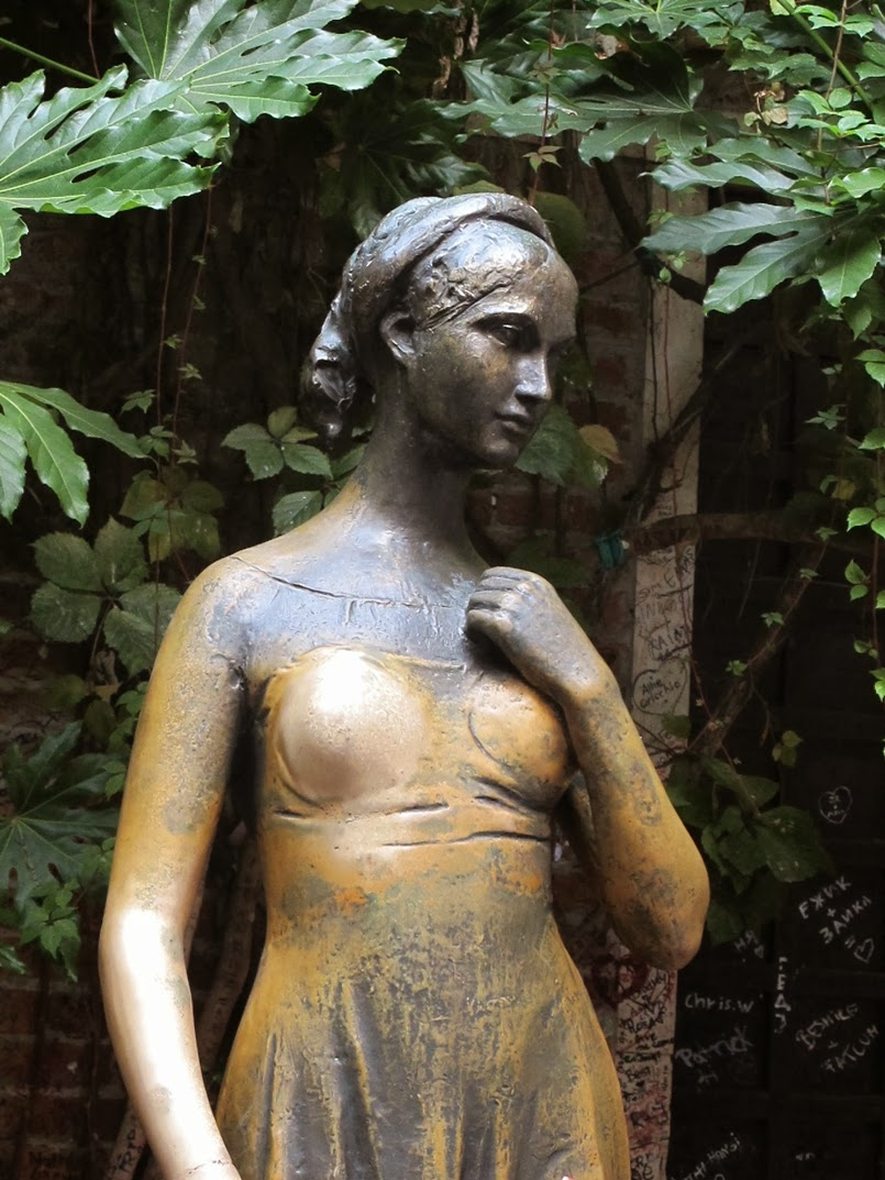 Juliet statue by Nereo Costantini, Verona
