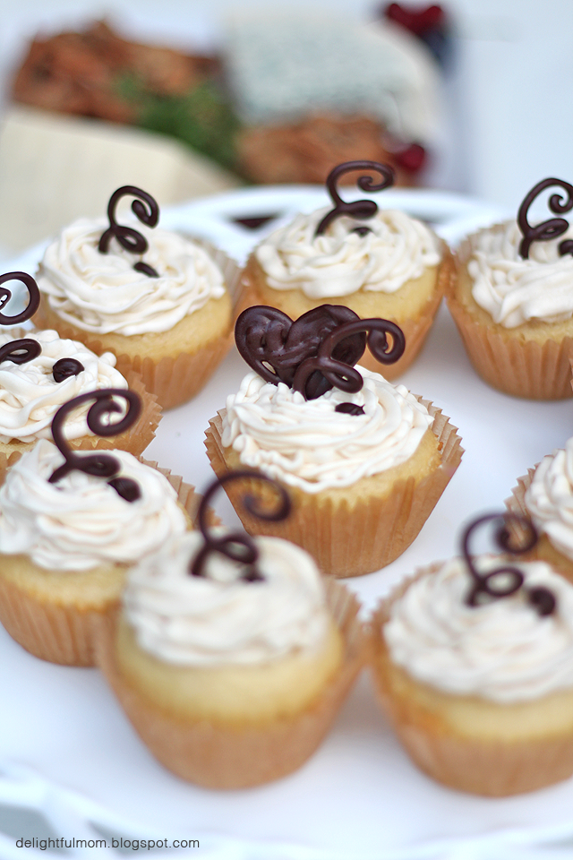 coconut buttercream frosting cupcakes