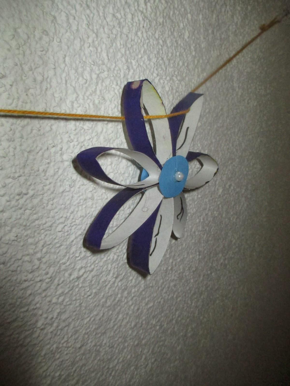 Blüten von Kindern gebastelt