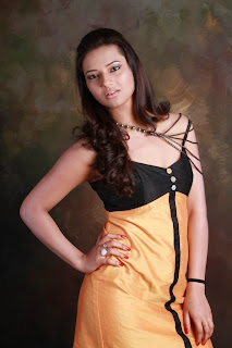 Isha Chawla Latest Spicy pics in Short Sleevless Dress