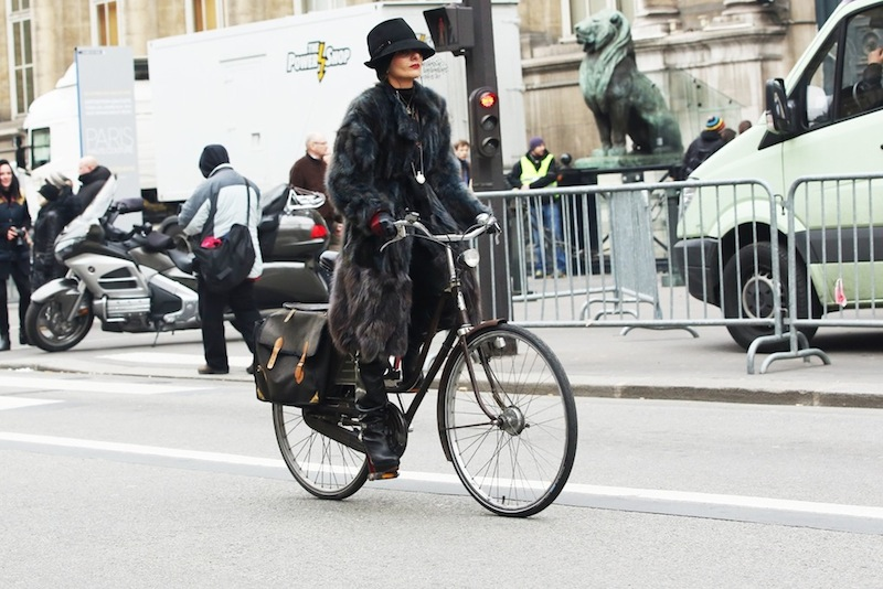 bikepretty, bike pretty, cycle style, cycle chic, bike model, street style, bike fashion, bike girl, bicycle girl, fashion girls on bikes, fashion week, paris, Catherine Baba