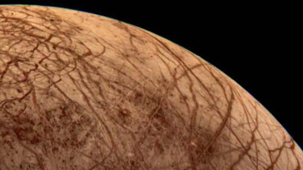Las 'cicatrices' rojas de Europa, la luna de Júpiter