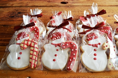 http://styleimported.blogspot.com/2013/11/holiday-icing-cookies.html