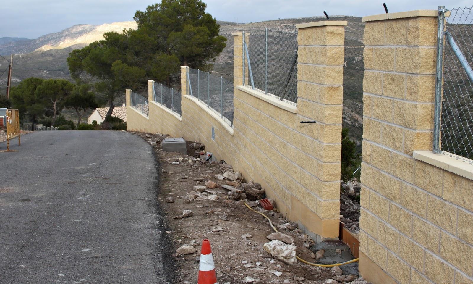 Bloques de hormigon para muros trendy bancas y macetas con bloques de cemento hazlas t with - Muros de hormigon ...