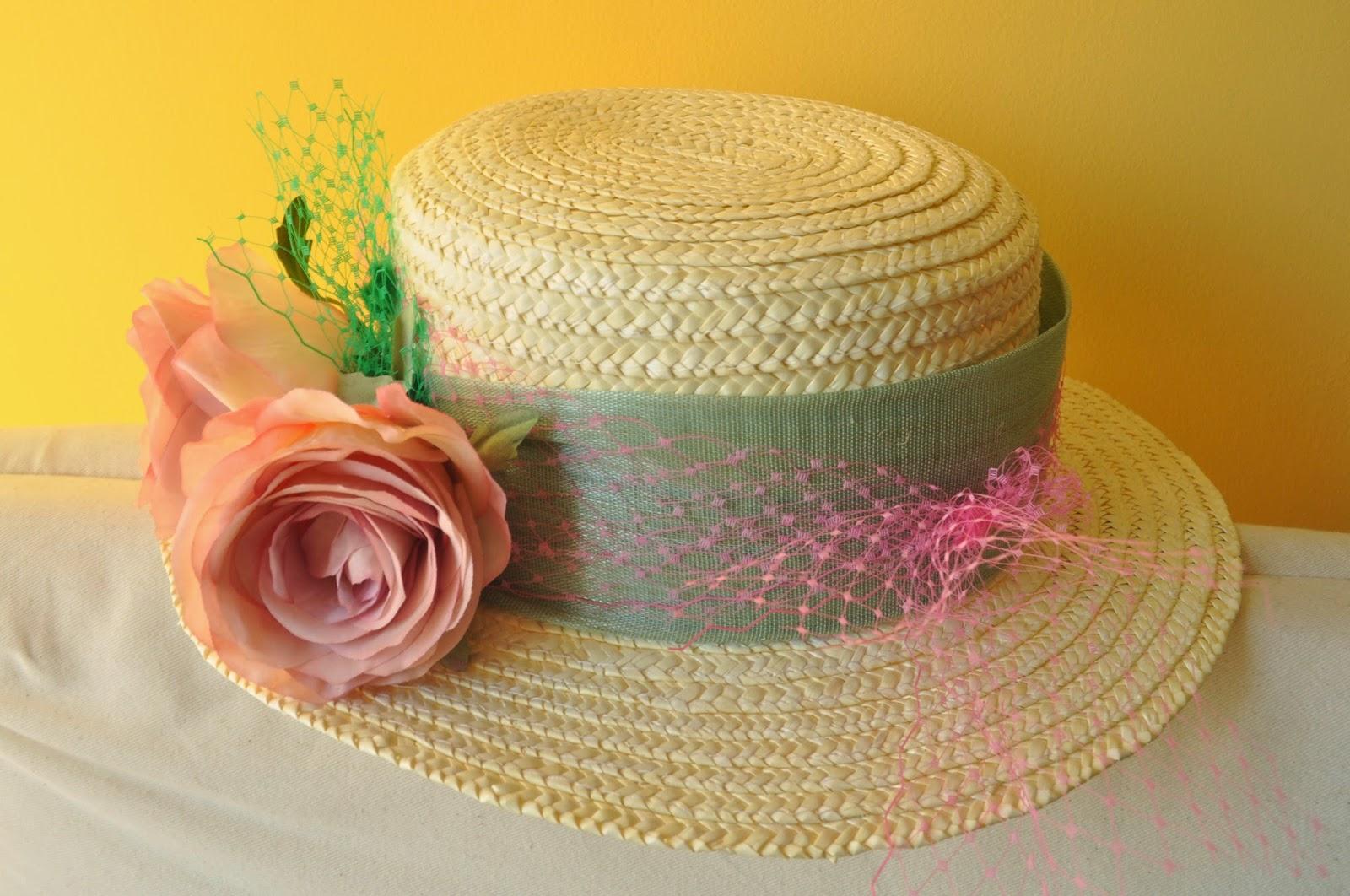 canotier barato, canotier económico, sombrero barato, sombrero económico, sinamae de seda, rosas, tul rosa, tul verde