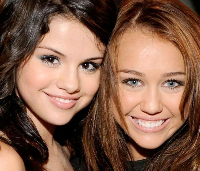 Selena Gomez Y Miley Cyrus Una Recibe Premios La Otra Castigos