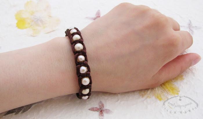Makramowa bransoletka z pereł i sznurka satynowego 2